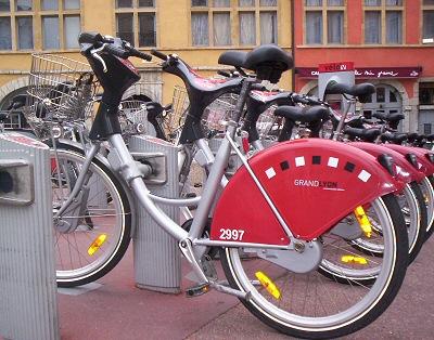 Pédaler pour se déplacer : le vélo séduit en ville